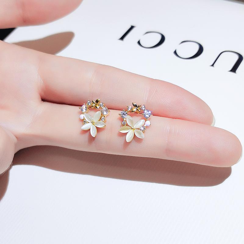 Drop earrings small flower stud earrings women's silver needle simple cold wind earrings 2021 new trend imitation cat's eye stone earrings