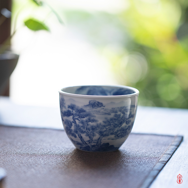 Day trip on the lake green room cup of jingdezhen blue and white sample tea cup high - end ceramic hand - made kung fu tea cups