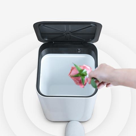 踢踢桶智能感应大号带盖北欧双层隔味创意家用厨房客厅卧室垃圾桶