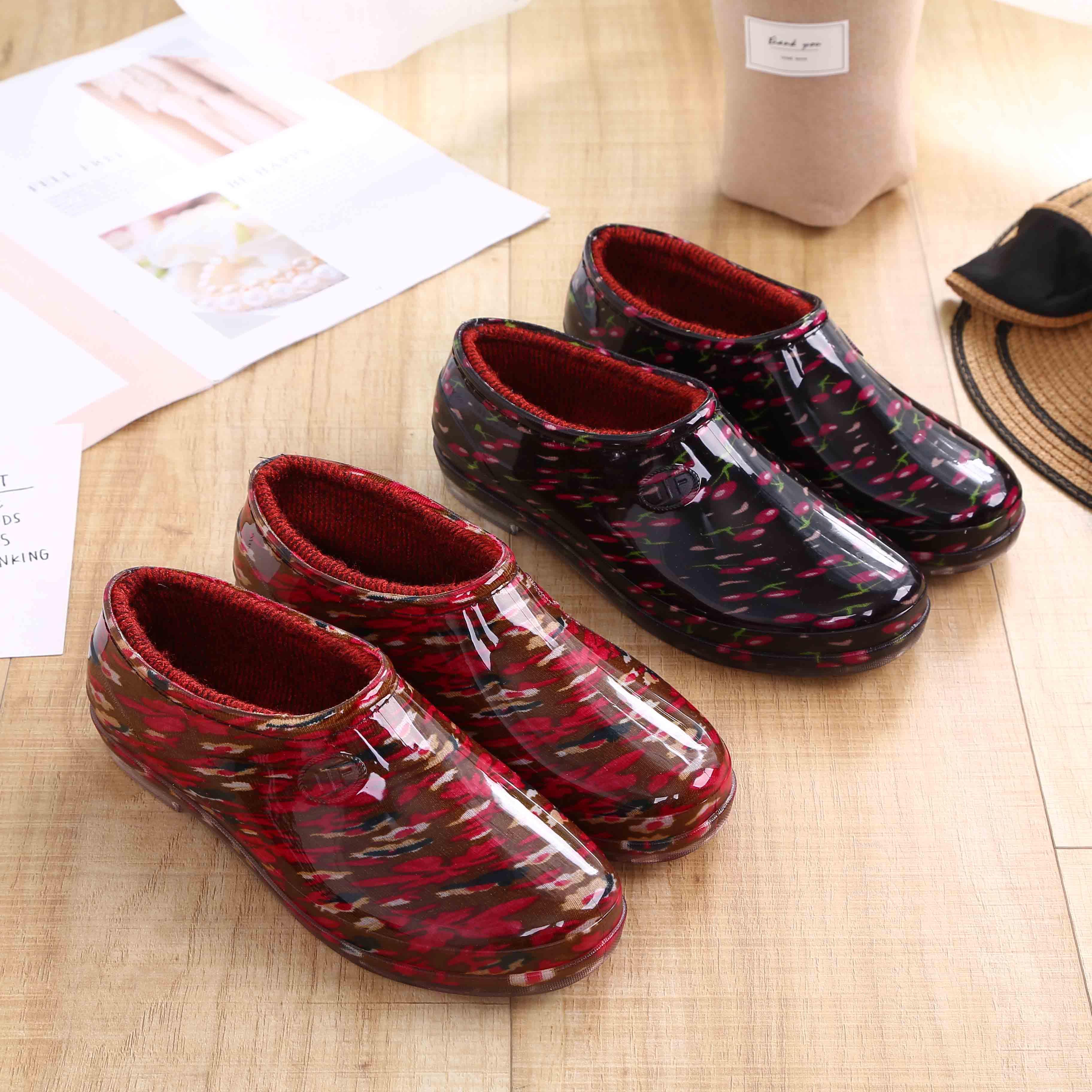 Màu đỏ vương miện hạn chế cộng với đôi giày đi mưa bằng vải cotton thấp dành cho nữ công sở nhà bếp giày nông miệng bảo vệ giày không thấm nước giày cao su chống trượt giày nhẹ - Rainshoes