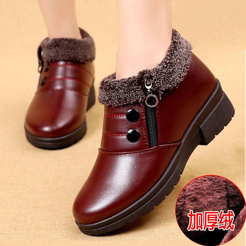 新款2020软皮软底妈妈棉鞋老北京雪地靴老人平底中老年女皮鞋短靴