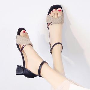 百搭高跟鞋女2020夏季新款韩版潮流个性休闲简约轻质粗跟搭扣凉鞋