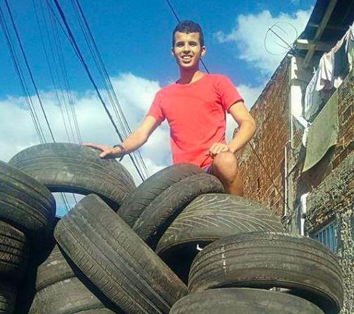 废弃的轮胎改造成宠物窝,流浪动物有家啦