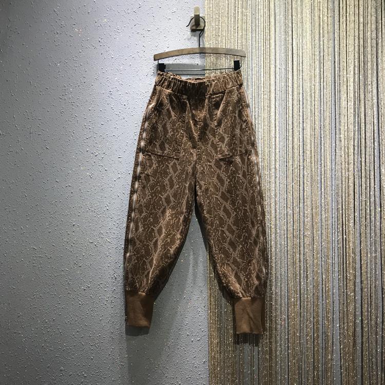 Вельвет брюки женщина 2019 новинка зимний осеннний европа товары личность эластичные свободный тонкий пакет ступня харлан брюки волна 605327662151