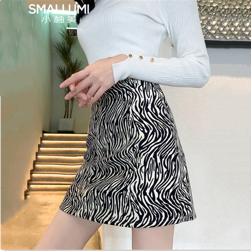 斑马纹半身裙女春款2021新款短裙高腰a字包臀夏显瘦春秋黑色裙子