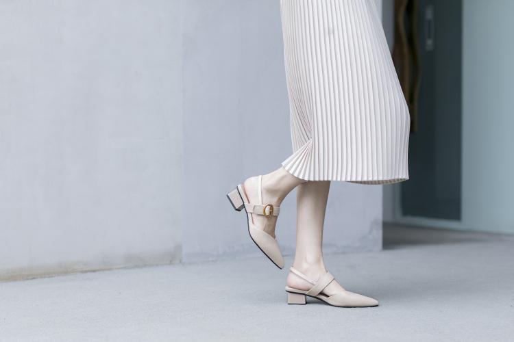 鹿与奈良春夏凉鞋尖头中跟真皮粗跟潮气质显瘦欧美chic性感穆勒鞋