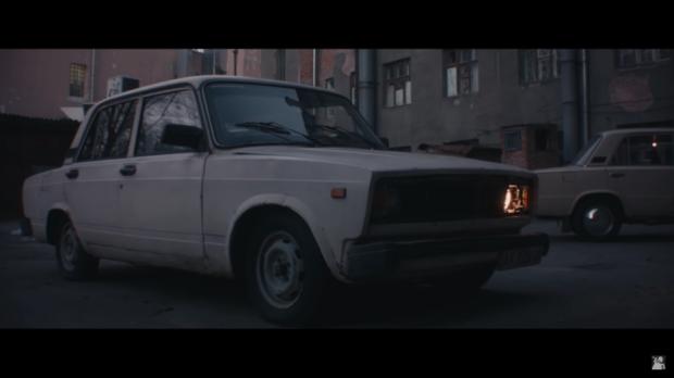 享受这个拉达汽车通过ASMR制作的助眠视频