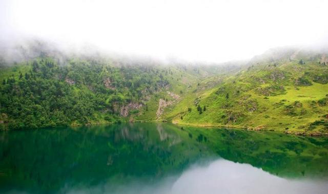 减压-隐居冥想-步入静寂山中湖泊
