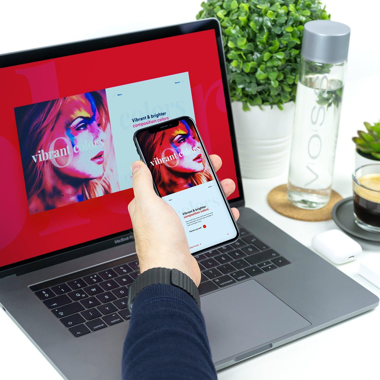 工作场景的 Macbook Pro iPhone 响应式网页设计展示样机Mockup下载[PSD]设计素材模板