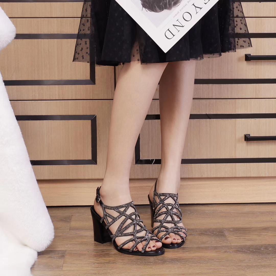 东方高跟2019夏季新款时尚潮流女鞋粗跟细带水钻罗马鞋百搭凉鞋女