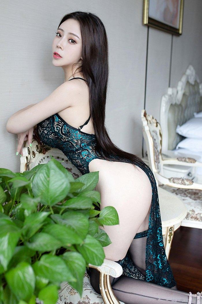 长发迷人美妻Miki黑丝美腿白皙肉体渴望被爱