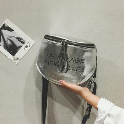 上新小包包女 新款潮字母宽带单肩包韩版百搭斜挎包时尚水桶包