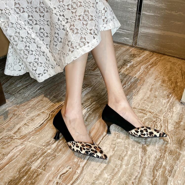 个性尖头细跟单鞋,迷人的鞋型别致有范