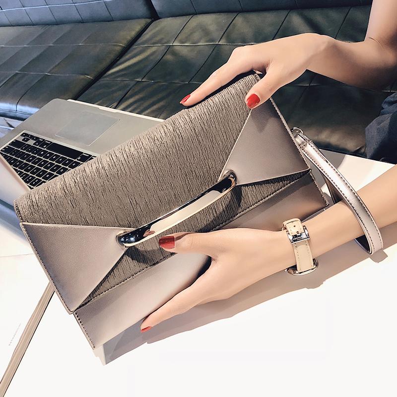ce8c54f49491 На новой маленькой сумке 2019 новые сумки сумки конверт корейской версии  личности моды дикий темперамент клатч