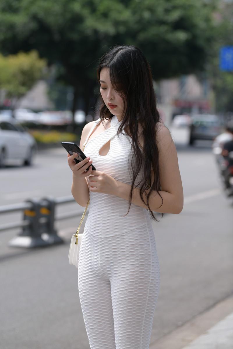 视觉冲击模拍作品白色连体紧身裤女孩【视频+图片】 35643564  帖子ID:787