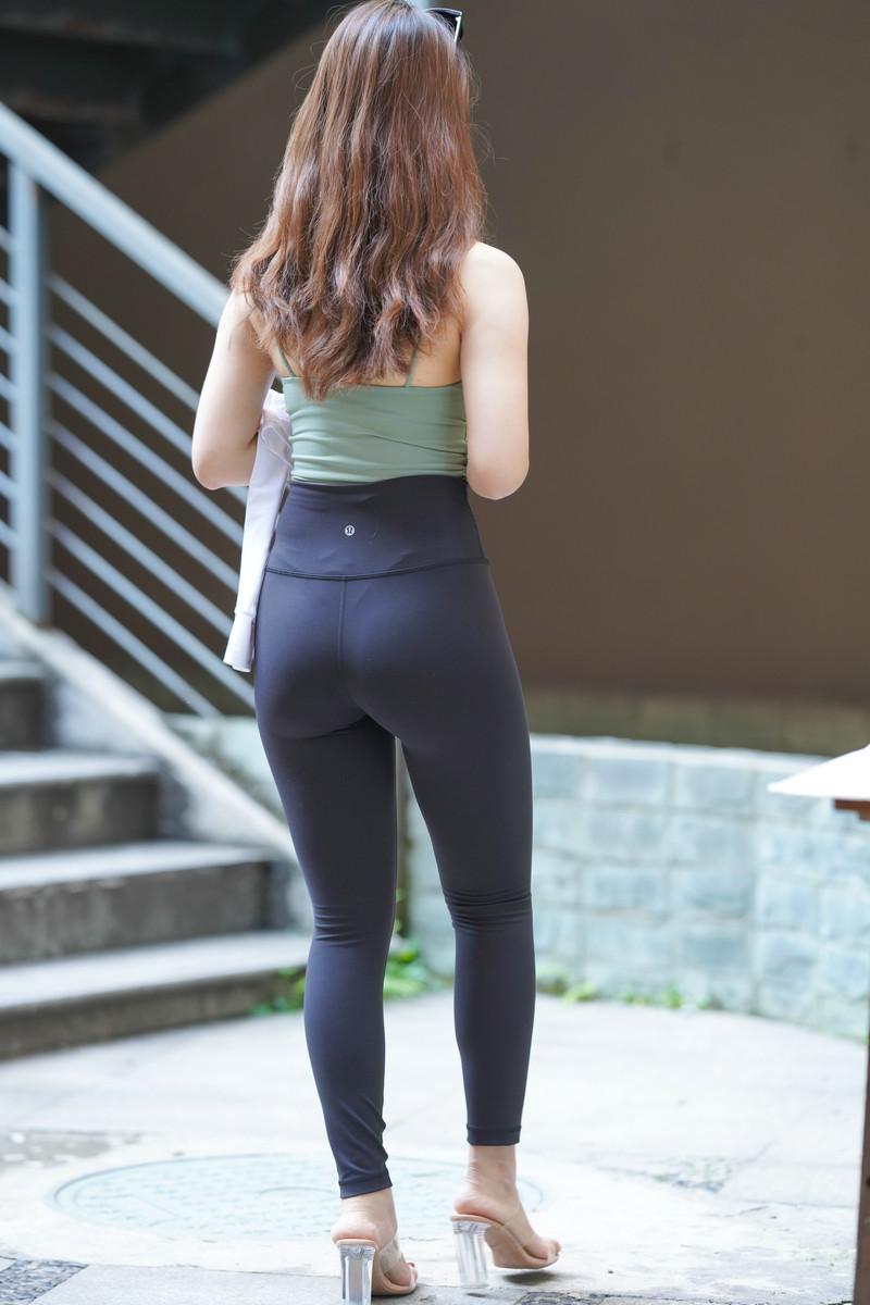 一筒街拍作品黑色瑜伽裤女孩【套图+视频】 340340  帖子ID:814