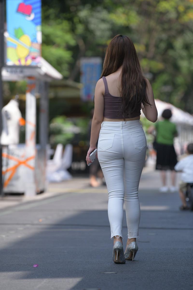 宅宅街拍作品白色牛仔裤小姐姐【套图+视频】 55185518  帖子ID:803
