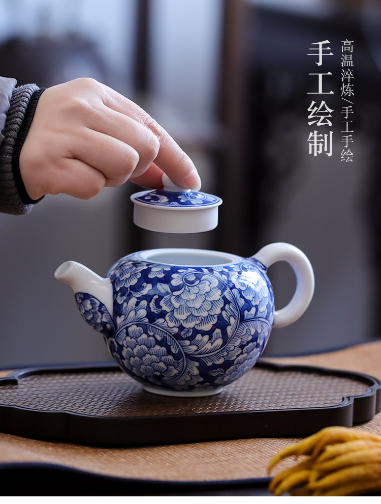Hand made blue and white porcelain of jingdezhen ceramic teapot kung fu tea tea, household small antique single pot, kettle