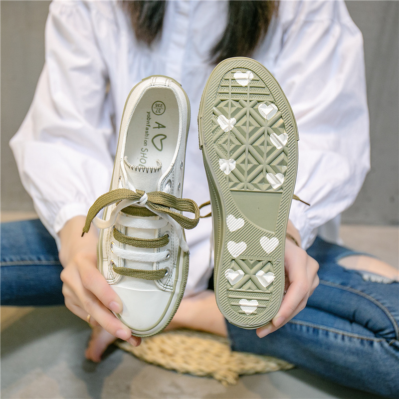 A266 White And Green (send Green Shoelaces, The Sole Has Love, The Side Has No Love)