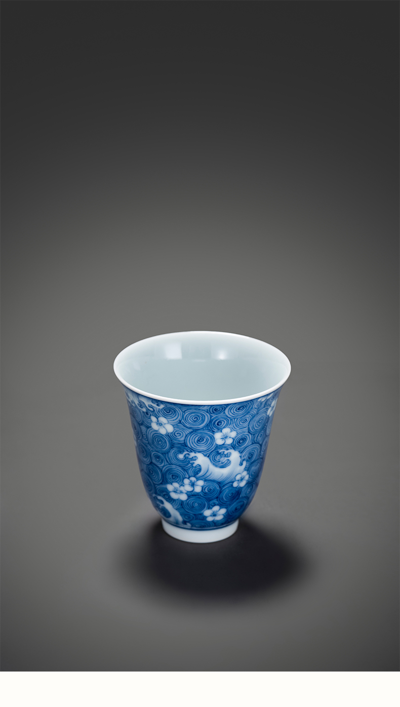 Ceramic blue and white porcelain on kung fu industry water lines master cup manual hand - made jingdezhen tea cup sample tea cup