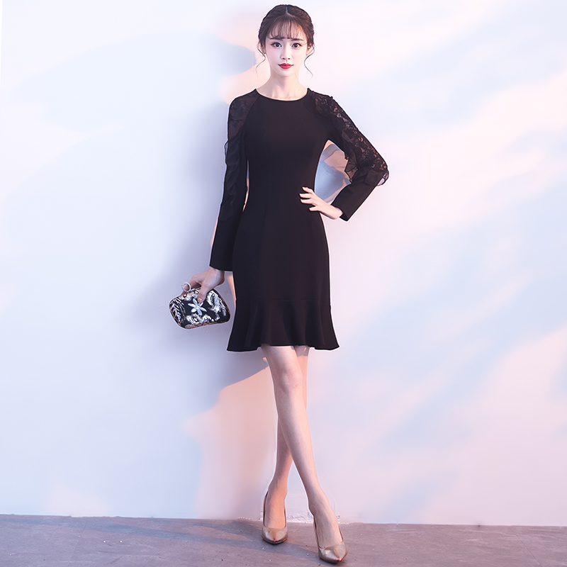a12a72ca0b Usually wear black long-sleeved short section thin small group party ...