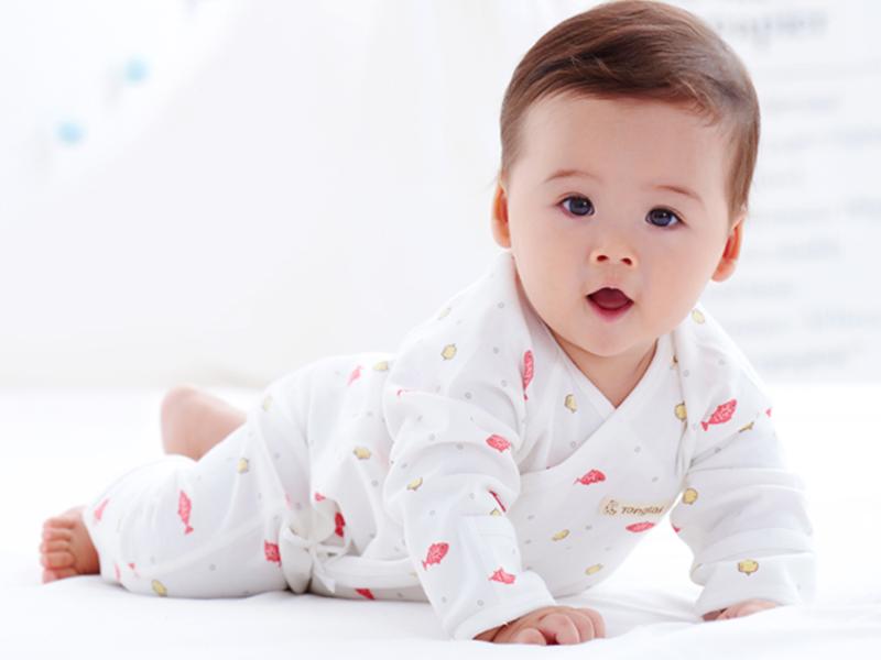 家里宝宝爱玩手机,父母应该这样正确引导