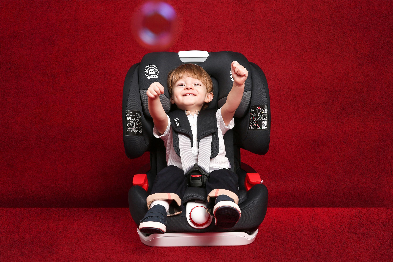 宝宝坐车这些安全问题,父母要认真对待