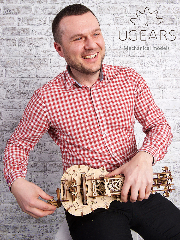 Ukraine UGEARS wooden mechanical transmission model hand-rocking organ winch violin assembly toy opening ceremony
