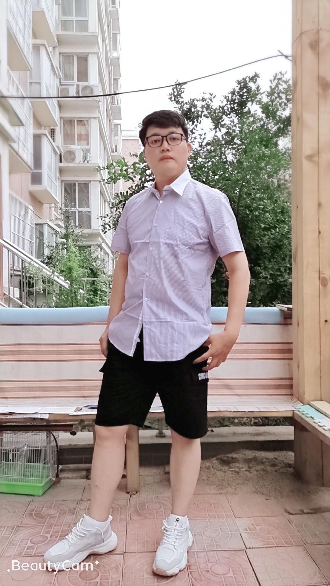 一个潮流的小伙子,穿着方面总是胜人一筹