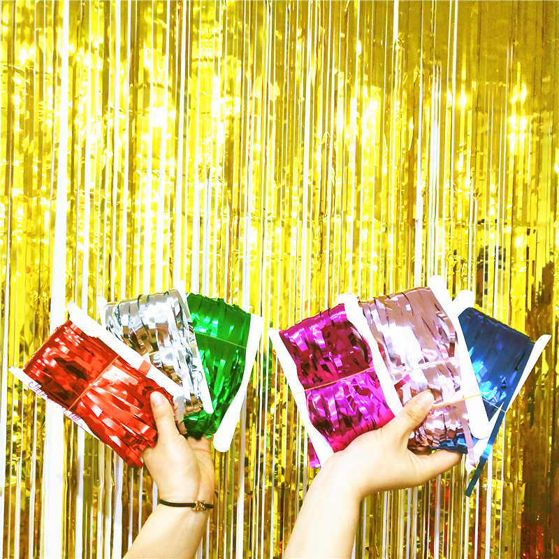 The New Year's Day decorations are decorated with gold yusu rain silk curtain balloon background wall ribbon dance costumes