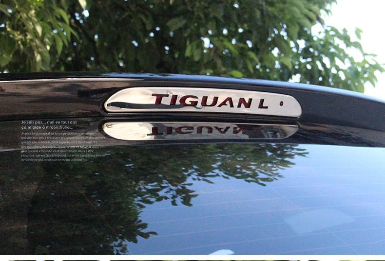 Logo phản quang phía sau xe Volkswagen Tiguan 2018-2020 - ảnh 12