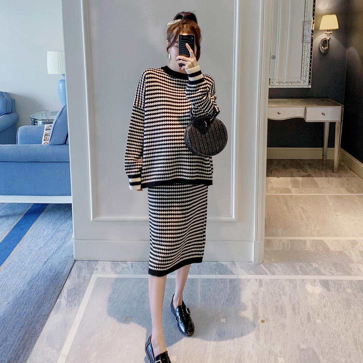孕妇时尚套装秋冬季装2019新款韩版小个子外出潮妈针织毛衣两件套
