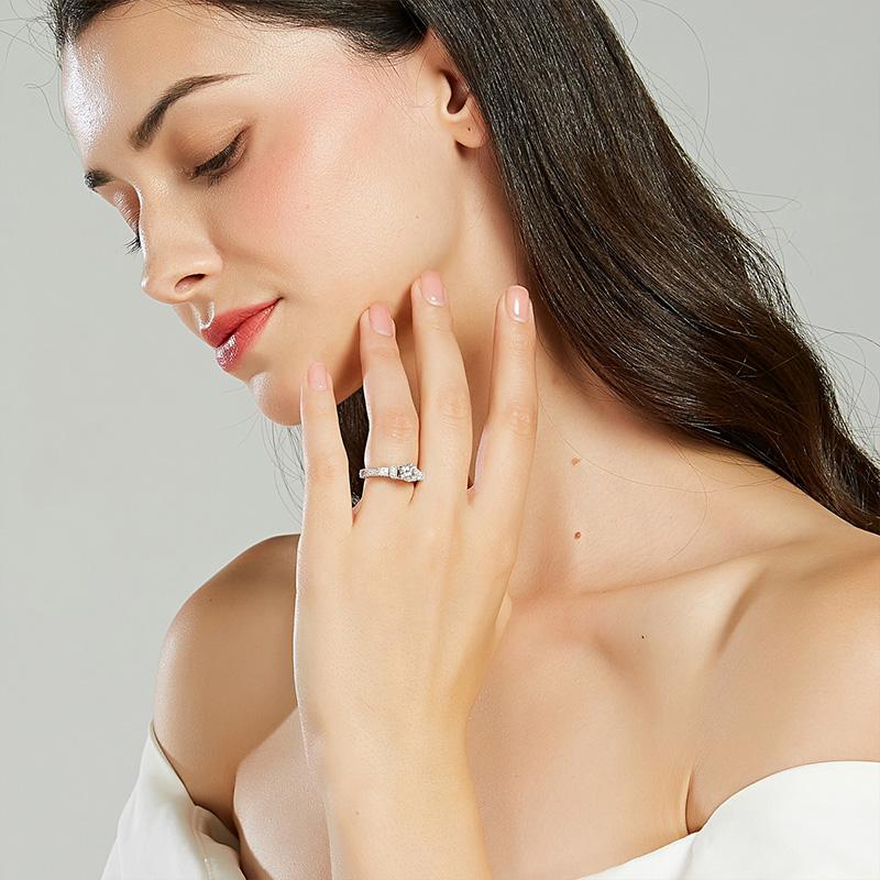法国 ELLE 比钻石更闪 莫桑石戒指 图4