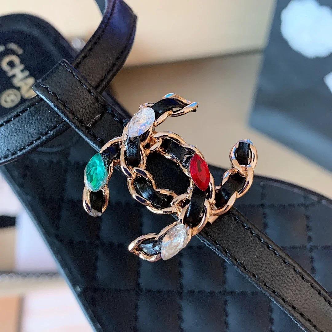 ✤寵愛Pamper for you✤CHANEL珍珠扣夾腳涼鞋