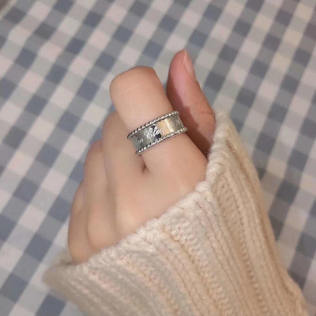 ✤寵愛Pamper for you✤Van Cleef & Arpels 梵克雅寶花紋字體鐫刻戒指