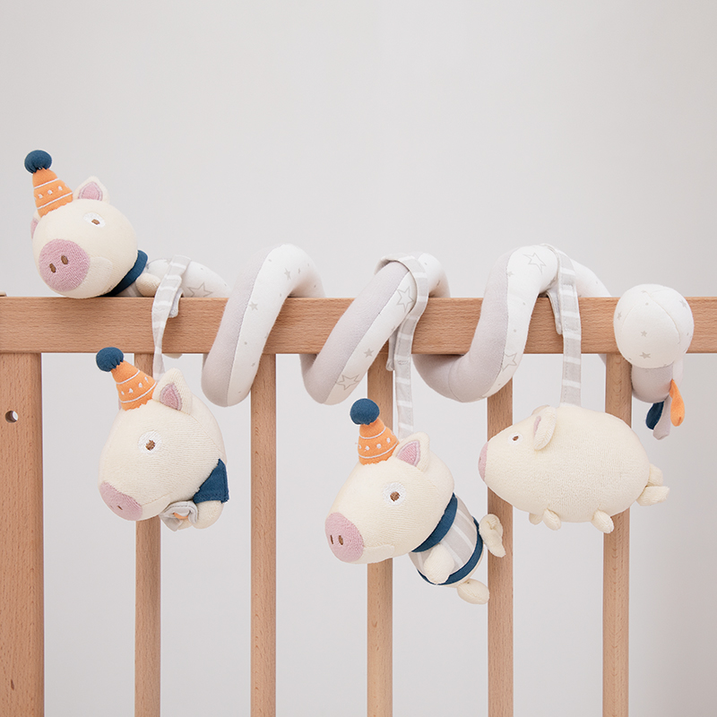 BED AROUND [SMALL PIGS]