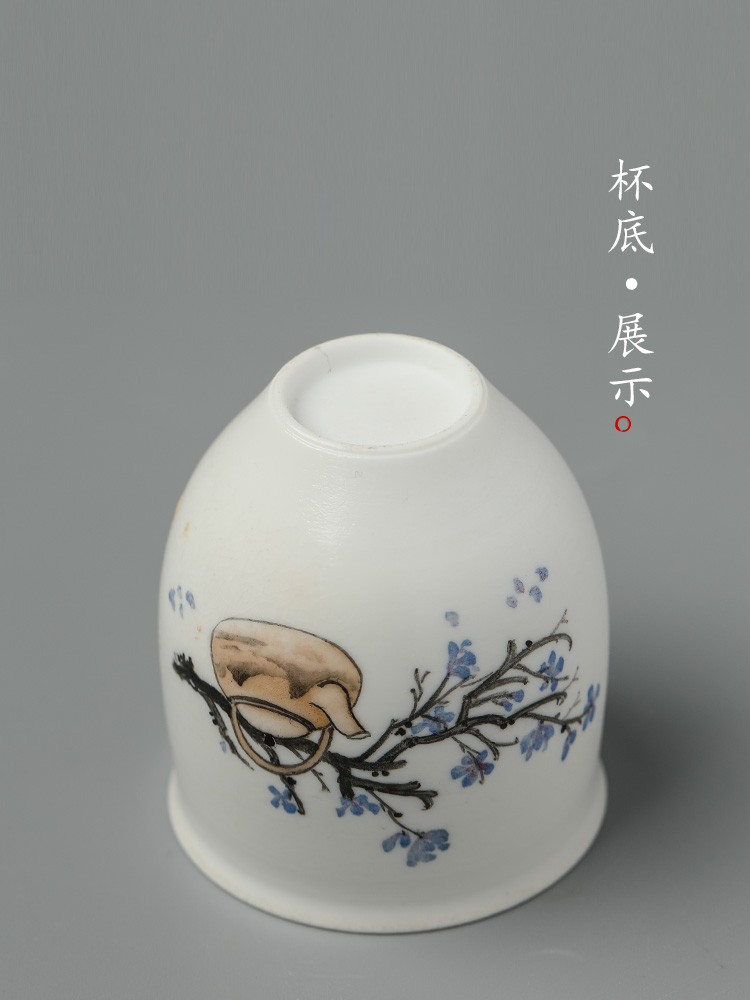 Jingdezhen hand - made firewood tea masters cup a cup of pure checking ceramic kung fu tea cup sample tea cup in use