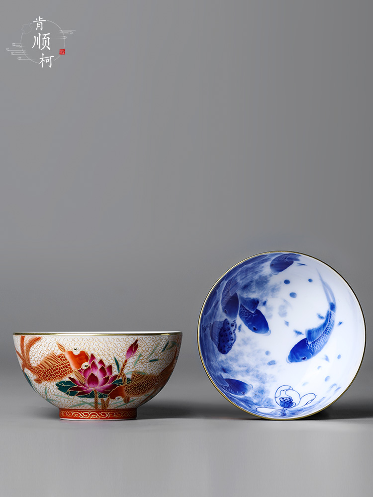 Jingdezhen blue and white goldfish hand - made colored enamel master kung fu tea cup of pure manual sample tea cup ceramic bowl is female
