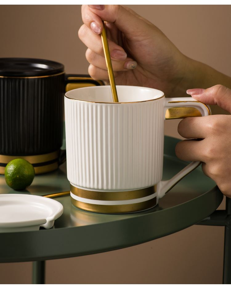 Simple paint mark cup with cover northern new black and white ceramic cup of large capacity coffee cup cup home for breakfast