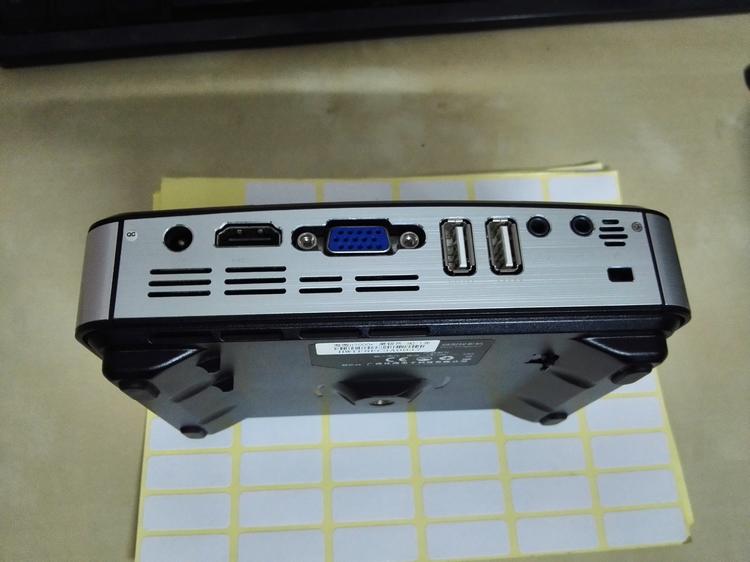 海微二手H7000+智能微型投影机,安卓系统,亮度大寿命长