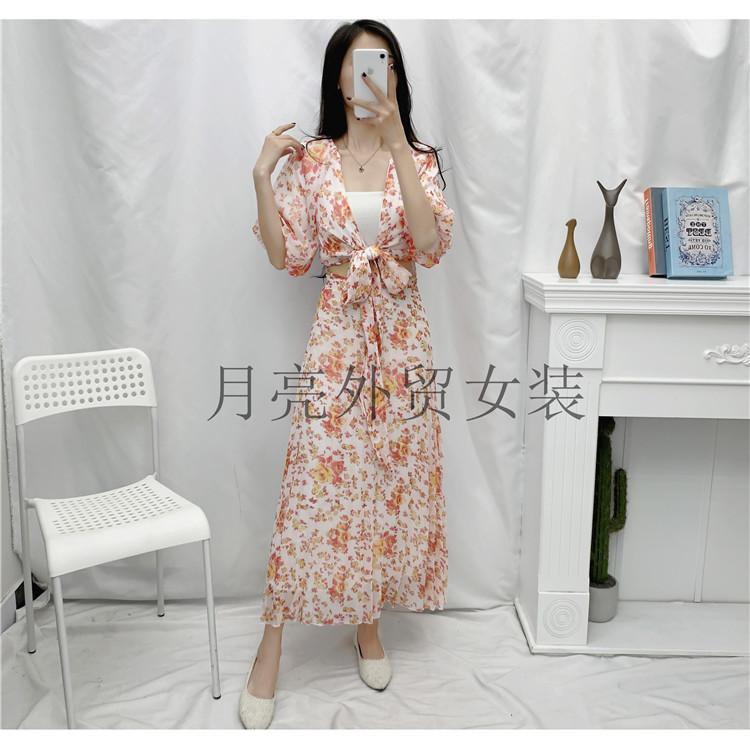 2020秋季女装清新度假风印花性感深V领系带镂空露腰显瘦连衣裙