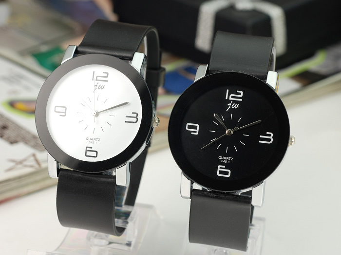 9.9 yuan couple watches special offer Korean leisure fashion male and female students belt quartz watch