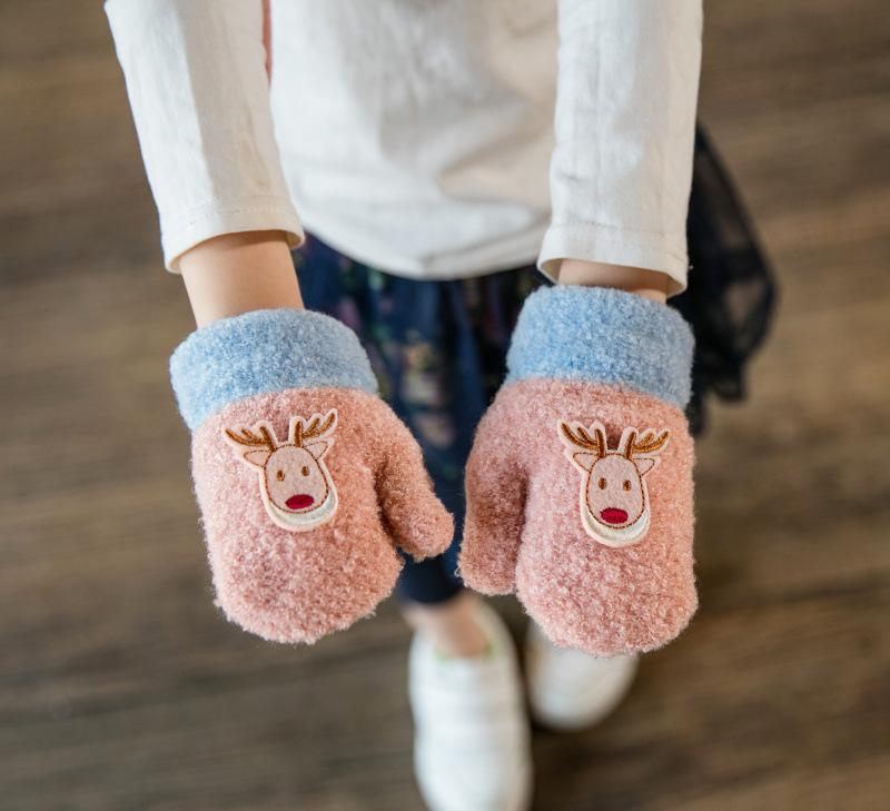 ถุงมือไหมพรมเด็กสีชมพู