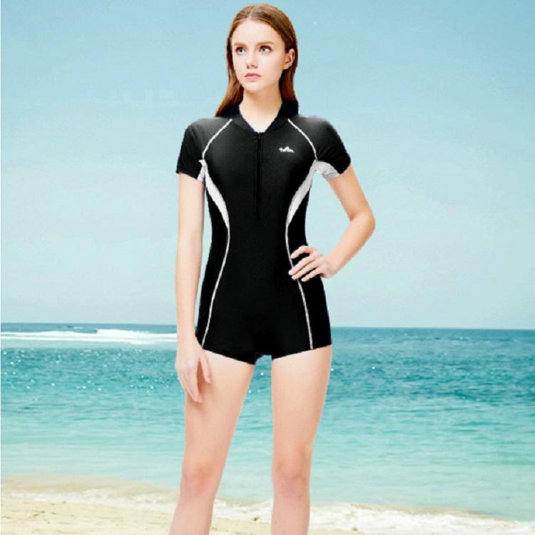 英发泳衣女新款保守遮肚显瘦连体学生运动款大码专业游泳衣泡温泉