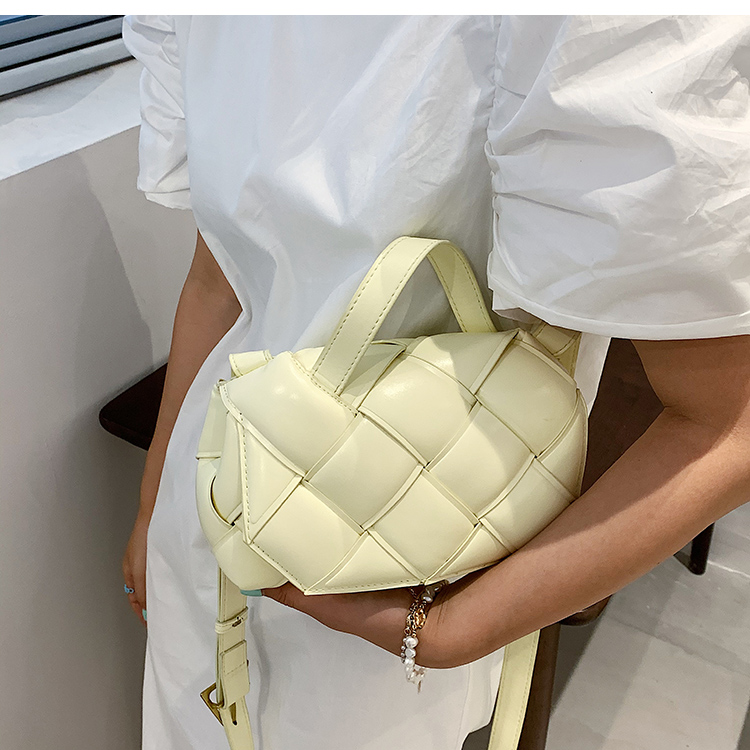 Nihaojewelry wholesale simple solid color woven messenger small square bag  NHAV386181