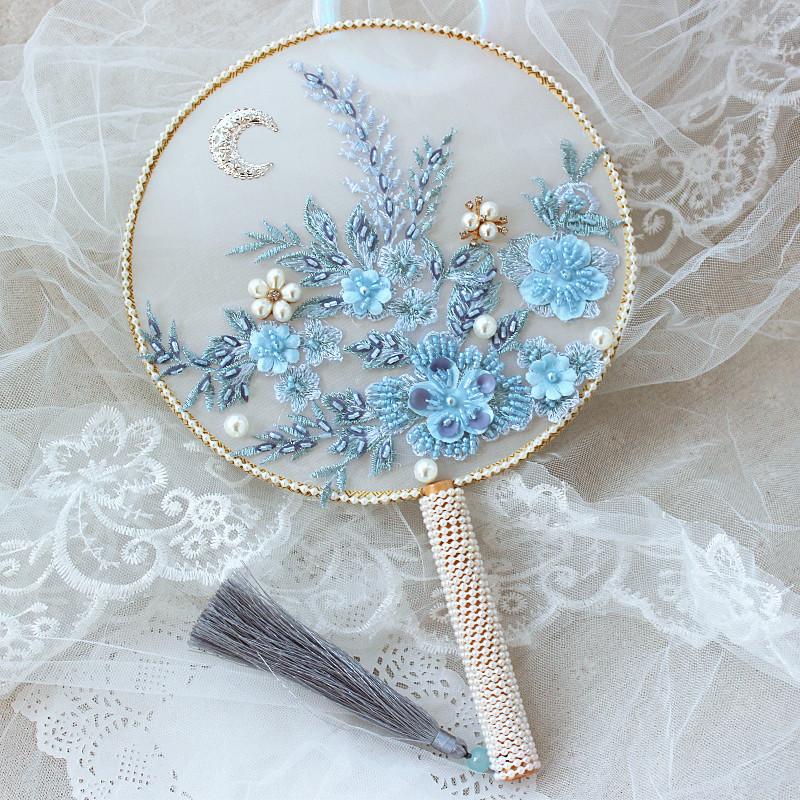 中式秀禾配饰粉色v配饰冰蓝团扇扇马来服婚礼蕾丝手捧花新娘