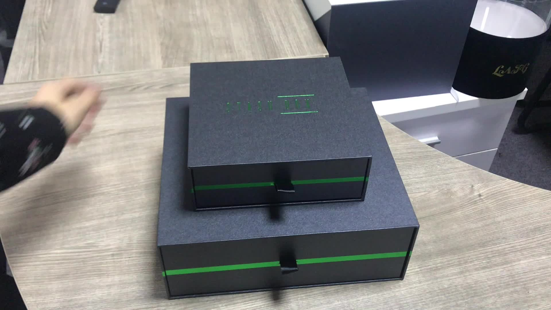 Black pearl paper chocolate drawer packaging gift box with green hot stamping