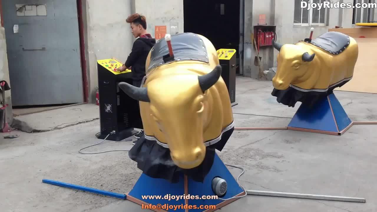 Touro mecânico do parque temático, jogos infláveis do touro do rodeio para miúdos e adultos