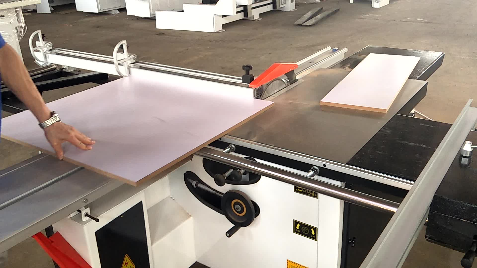 Mini Wood Cutting Sliding Table Panel Sawing Machine for Ply Wood