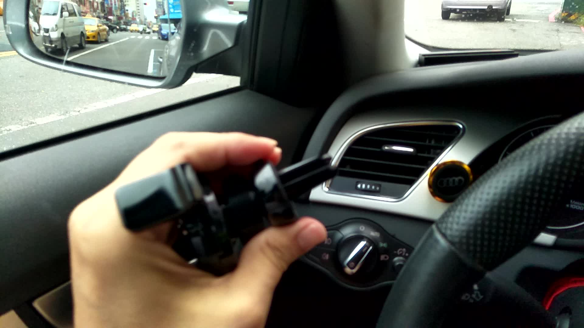 portable mobile cell phone holder in air vent conditioner with single hand operation  for any car without glue magnetic